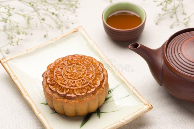 Mooncake e chá imagem de stock