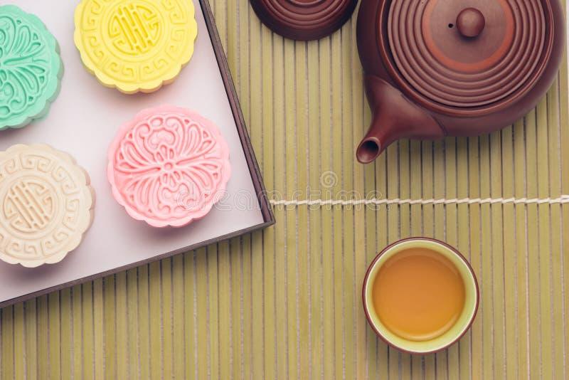 Mooncake en thee, het Chinese medio voedsel van het de herfstfestival stock fotografie