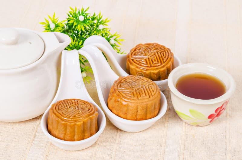 Mooncake en thee, het Chinese medio voedsel van het de herfstfestival stock afbeelding