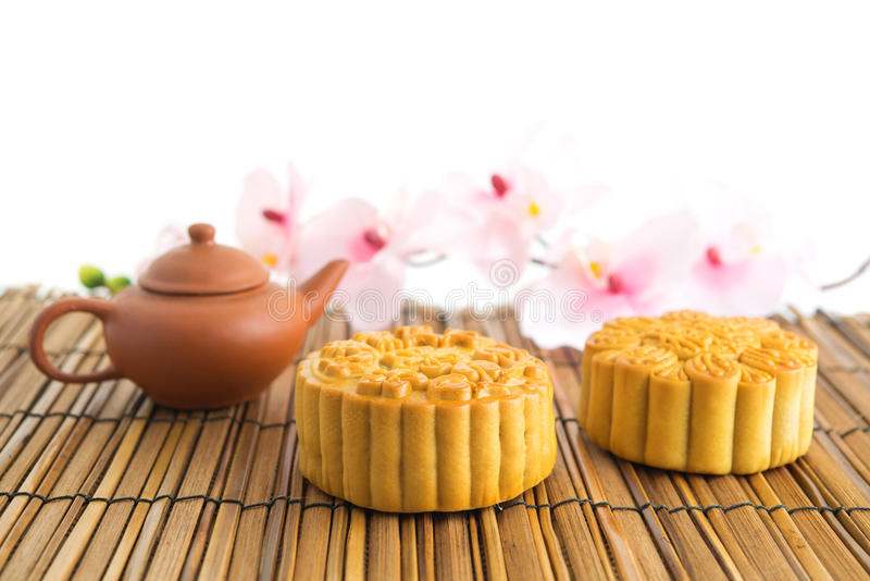 Mooncakes marrons tradicionais fotografia de stock royalty free