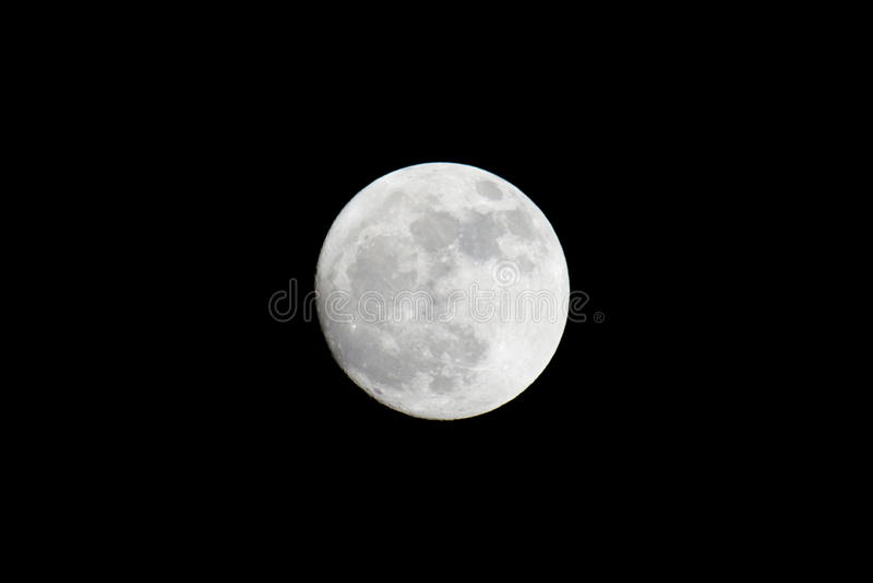 Moonen… i en molnig natt arkivbilder