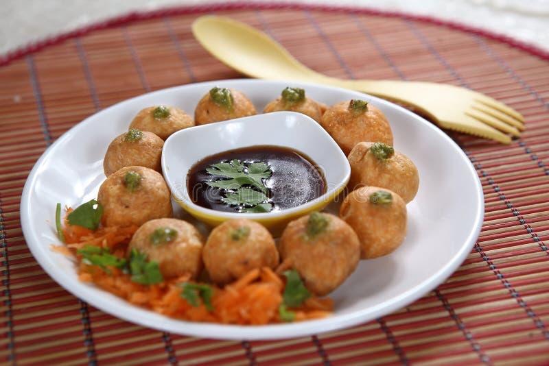 Moong dal Pakoda, mung amarelo fritou fritos, Mung Dal Fritters imagem de stock