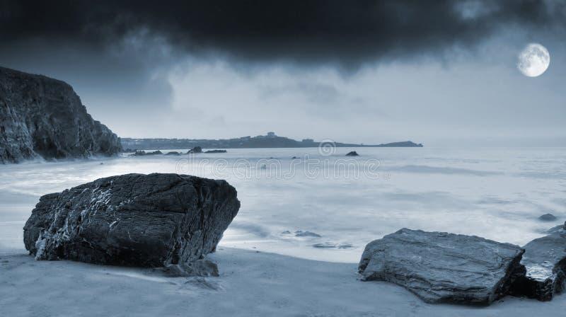 Moonlit Ozean lizenzfreie stockbilder