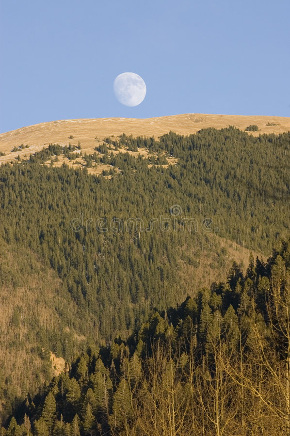 Moonrise över New Mexico arkivfoton