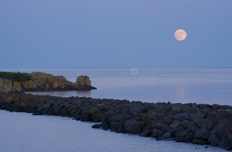 Moonrise über Lake Superior II stockfoto