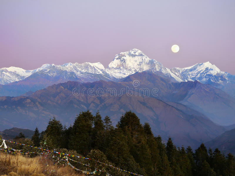 Moonrise Dhaulagiri-Annapurna himalajów góry zdjęcie stock