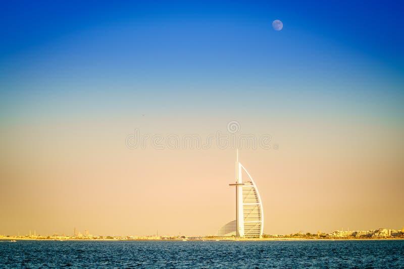 Moonrise nad Burj Al arabem zdjęcie royalty free