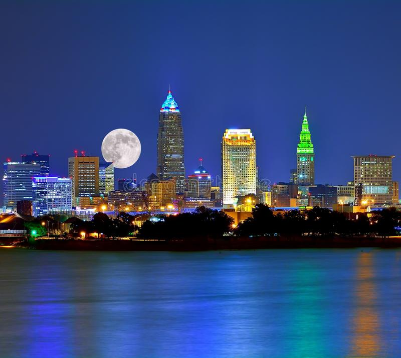Moonrise Over The Cleveland Ohio Skyline And Lake Erie Math Wallpaper Golden Find Free HD for Desktop [pastnedes.tk]