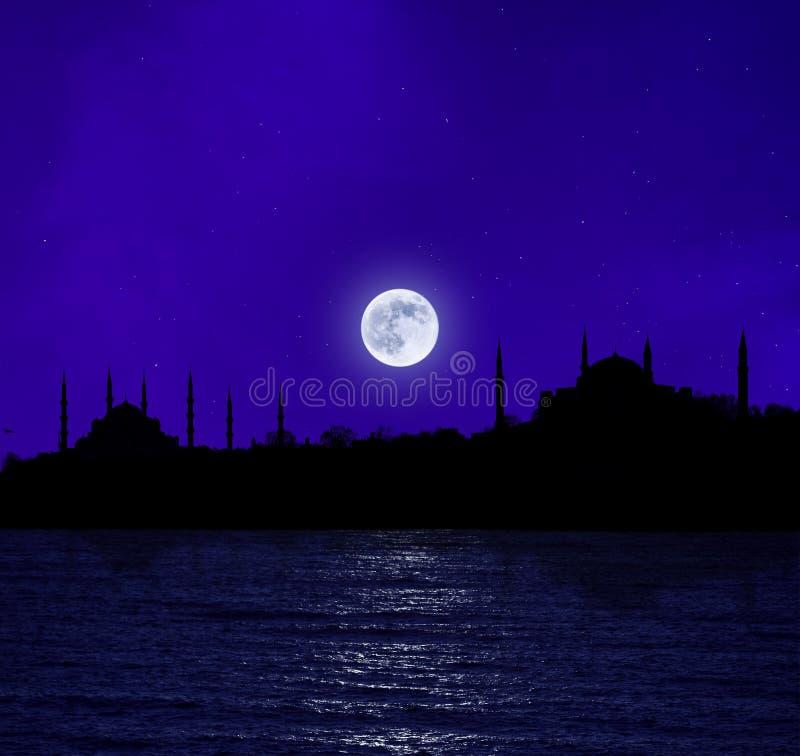 Moonrise over Istanboel royalty-vrije stock fotografie