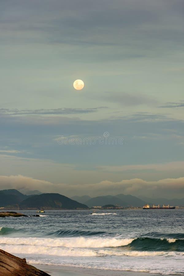 Moonrise over Rio de Janeiro stock foto's