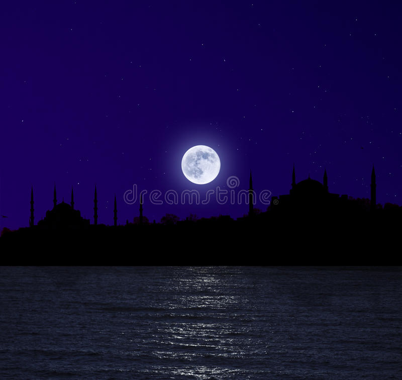Moonrise sopra Costantinopoli immagine stock