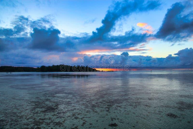 Moorea日落,塔希提岛,法属波利尼西亚,接近博拉博拉岛 库存照片