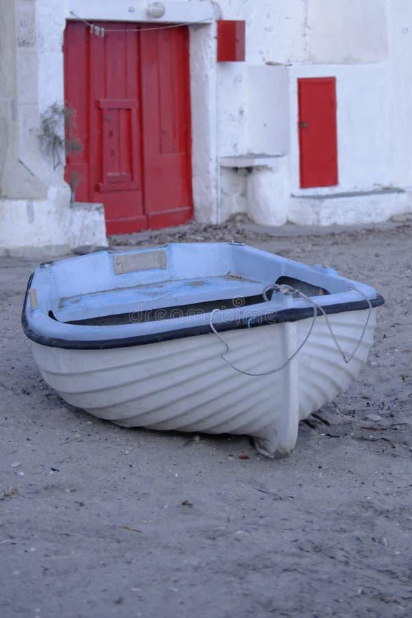 Moored Fischerboot lizenzfreie stockfotos