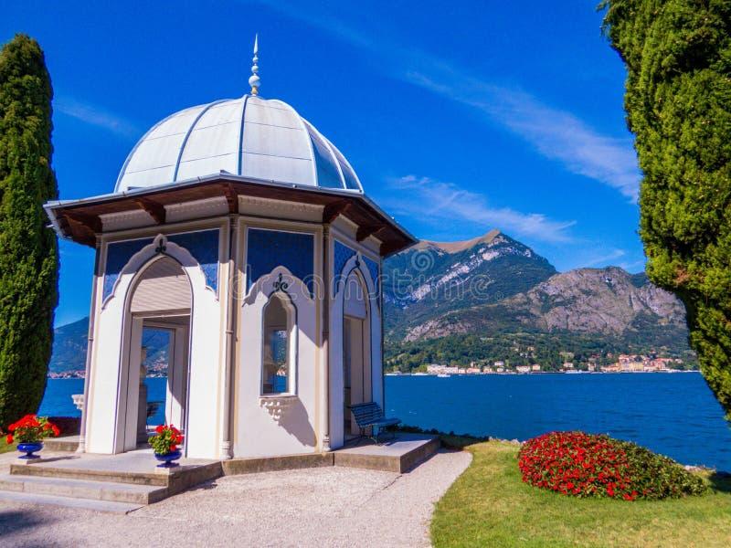 Moorish Kiosk, Jardins de Villa Melzi, Bellagio, Lago de Como, Itália imagem de stock royalty free