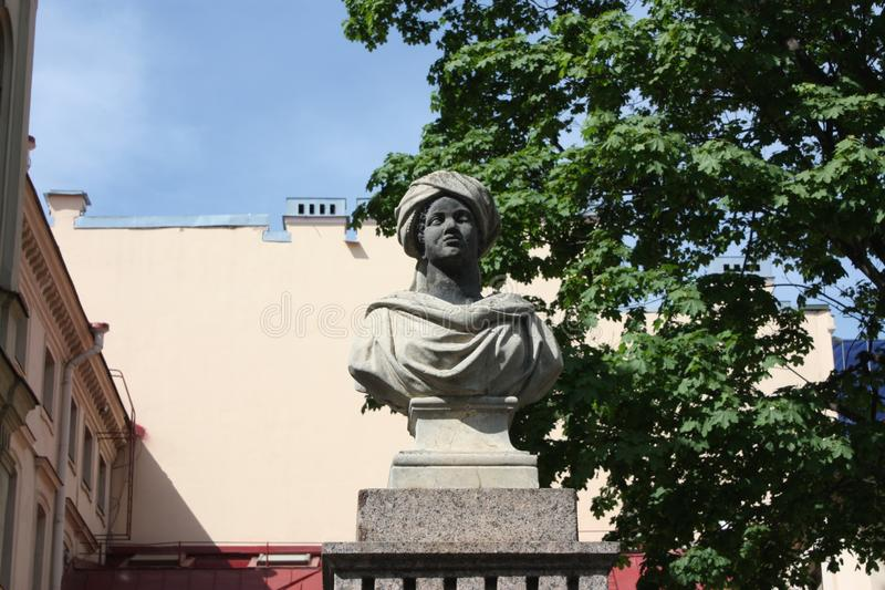 Moors雕塑在守卫大厦的篱芭的在彼得斯堡 库存图片