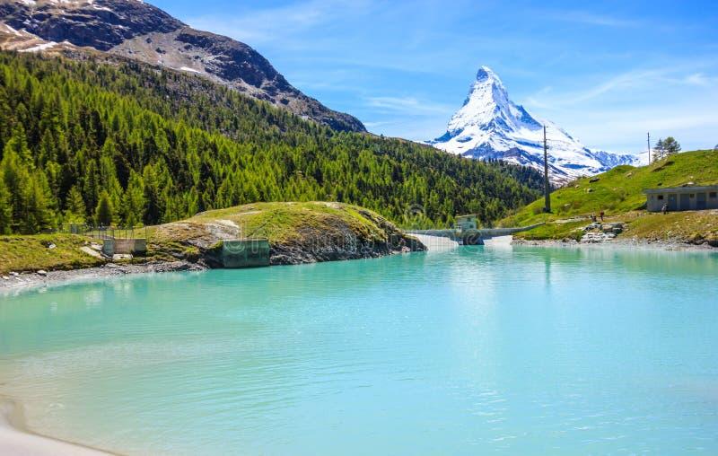 Moosjisee sjö, en av sjödestinationen för överkant fem runt om det Matterhorn maximumet i Zermatt, Schweiz, Europa royaltyfria bilder