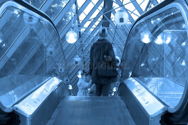 Mooving Rolltreppen und Treppen stockfoto