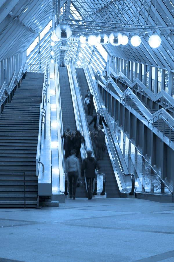 Mooving Rolltreppen und Treppen stockfotos