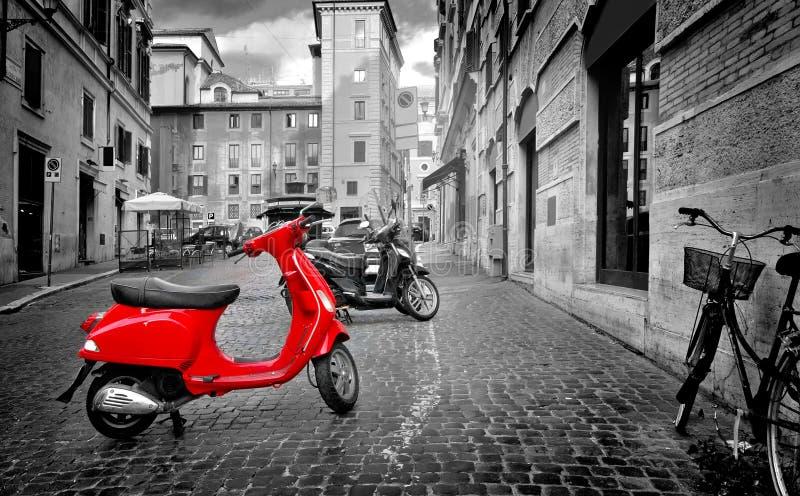 Moped i Rome arkivbilder