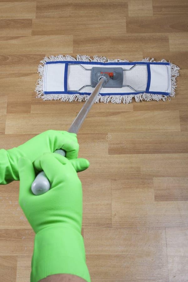 mopping för golv royaltyfri foto