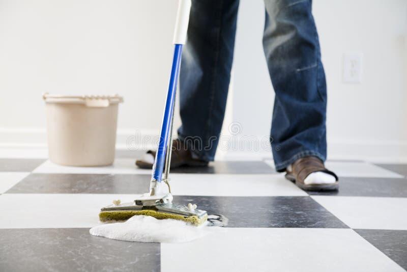 mopping för golv arkivbild
