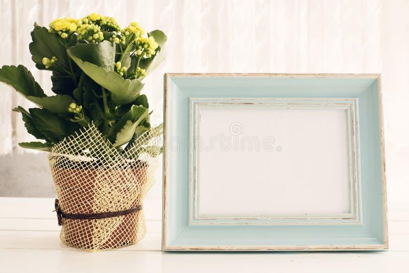 Moquerie bleue de cadre, maquette de Digital, maquette d'affichage, maquette courante de photographie dénommée par mer, moquerie  photo libre de droits