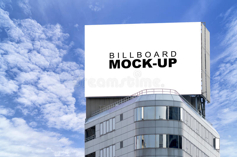 Moquerie de panneau d'affichage vers le haut de la publicité sur le bâtiment moderne images stock