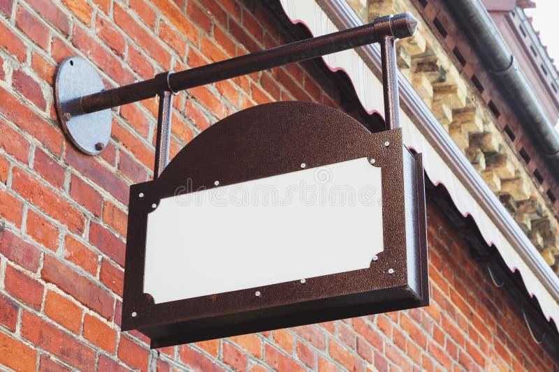 Moquerie extérieure vide de signage d'affaires de vintage  images stock