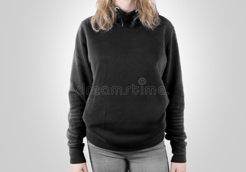 Moquerie noire vide de pull molletonné d'isolement Hoodie femelle d'obscurité d'usage photographie stock libre de droits