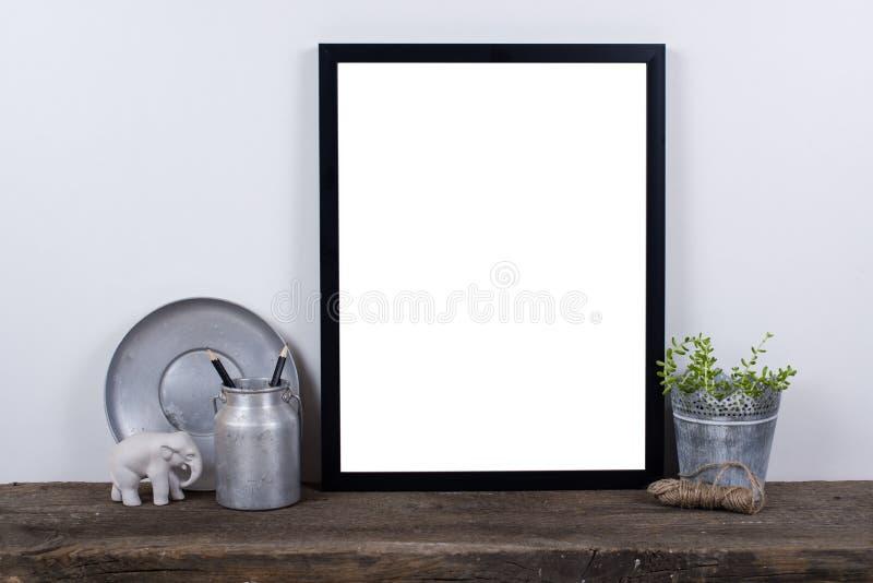 Moquerie vide de cadre de photo de style scandinave  Décor à la maison minimal photographie stock
