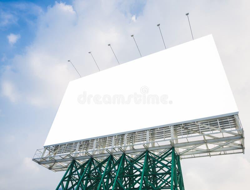 Moquerie vide de panneau d'affichage vers le haut de l'affichage de media de bannière extérieur photo stock