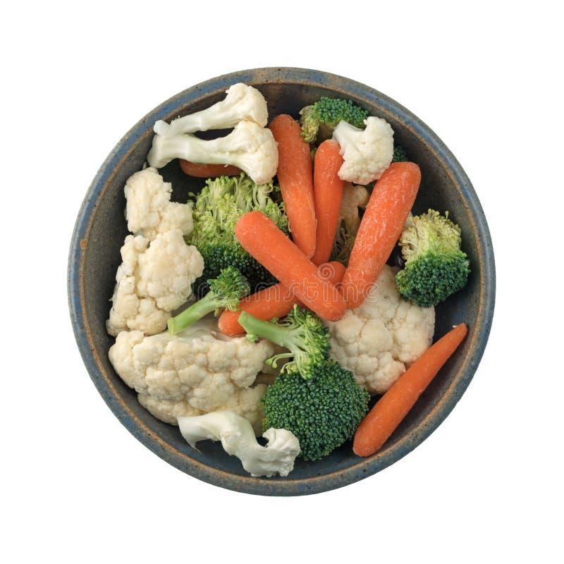 Morötter, broccoli och blomkålen i en stengods bowlar royaltyfri foto
