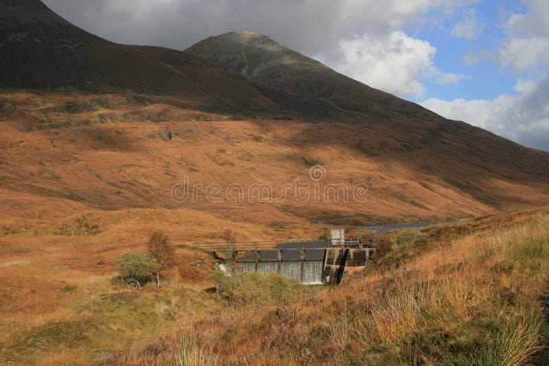 MOR de Eilde del lago, Kinlochleven, Escocia imagenes de archivo