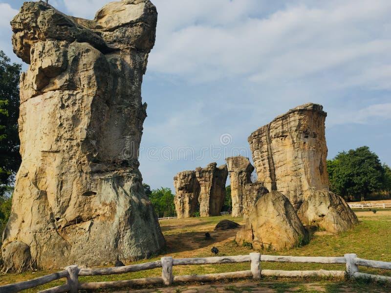 Mor Hin Khao stonehenge em Chaiyaphum na Tailândia imagens de stock