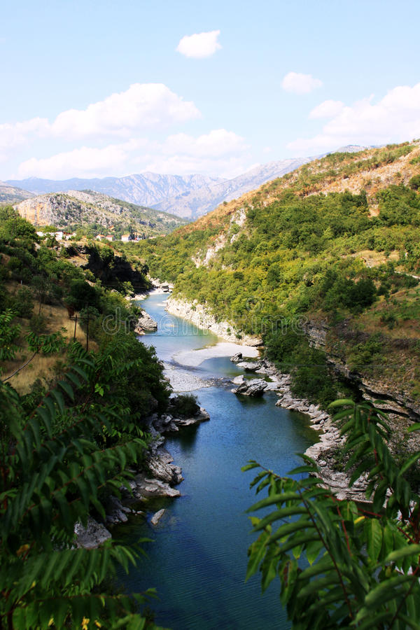 Moraca河峡谷 免版税图库摄影