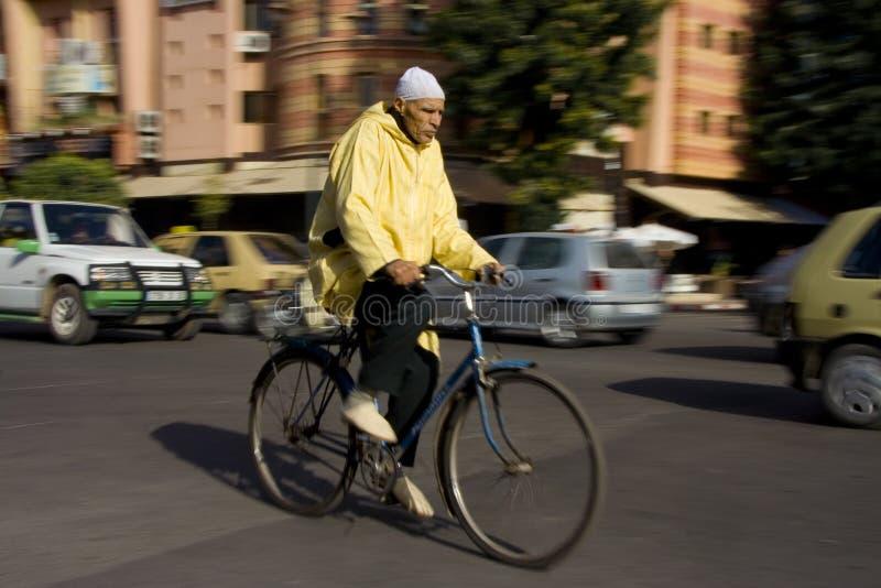 Moraccan骑自行车的人 免版税库存图片