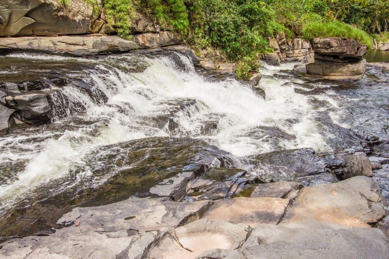 Morada gör solenoid-vattenfallet i chapada gör veadeiros arkivbild