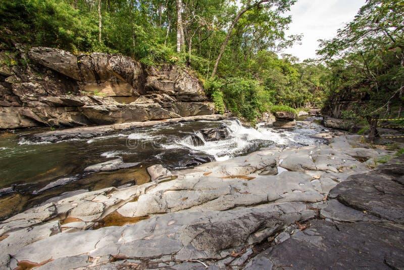 Morada gör solenoid-vattenfallet i chapada gör veadeiros arkivfoto