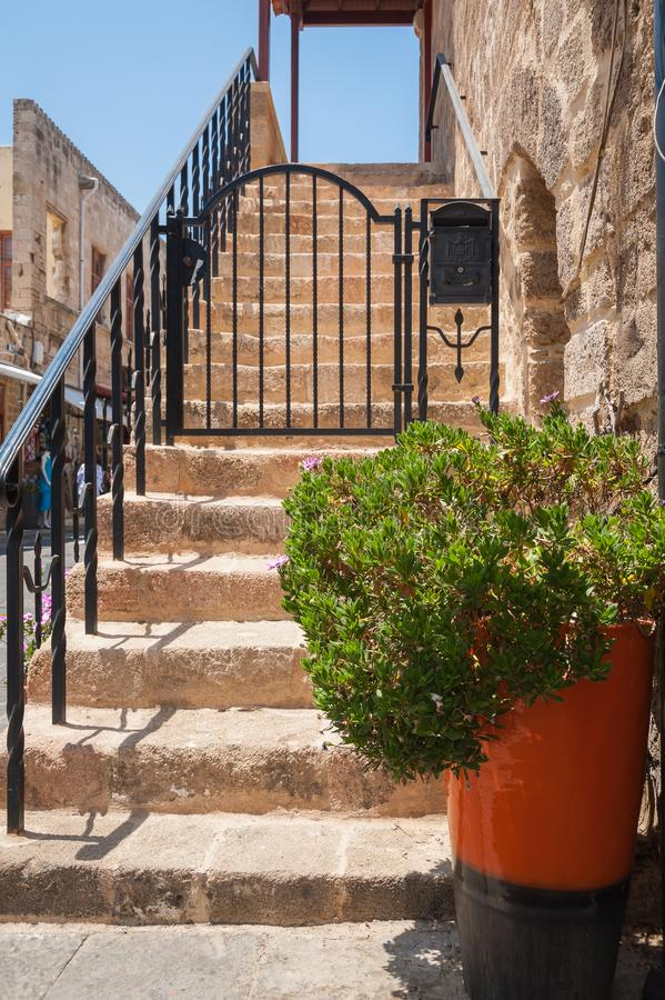 Moradia medieval residencial na parte histórica da baixa Console do Rodes Greece europa foto de stock royalty free
