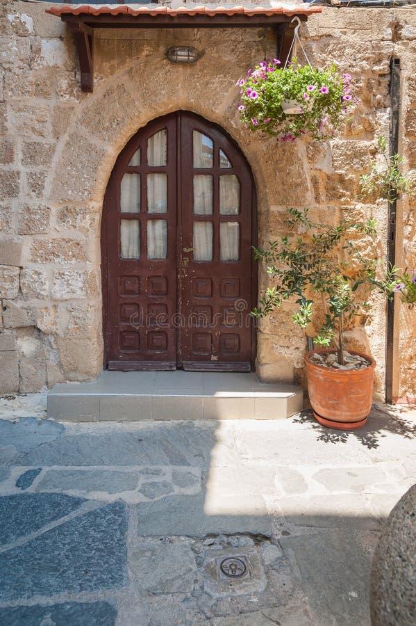 Moradia medieval residencial na parte histórica da baixa Console do Rodes Greece europa fotografia de stock royalty free