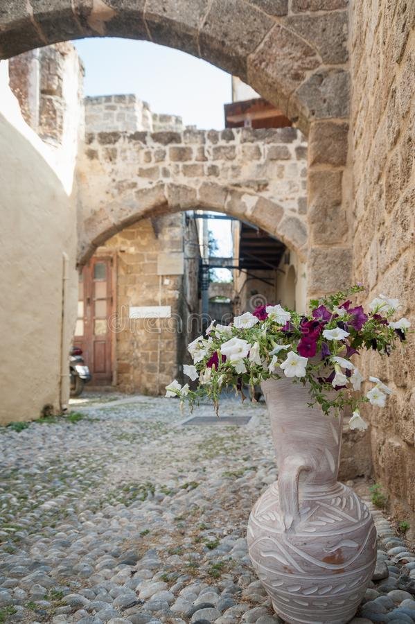 Moradia medieval residencial na parte histórica da baixa Console do Rodes Greece europa imagens de stock