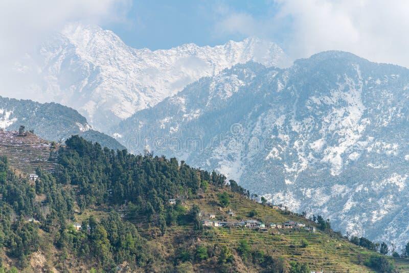 Moradias da montanha da Índia fotografia de stock
