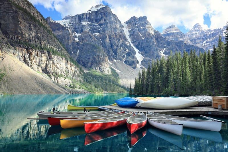 Moraine湖在落矶山,亚伯大,加拿大 库存照片