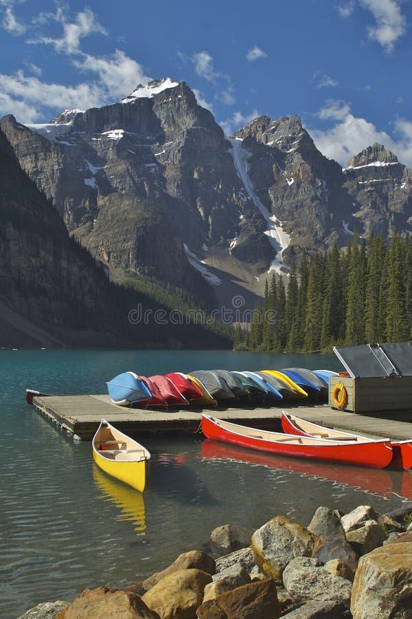 moraine λιμνών αποβαθρών βαρκών στοκ φωτογραφίες