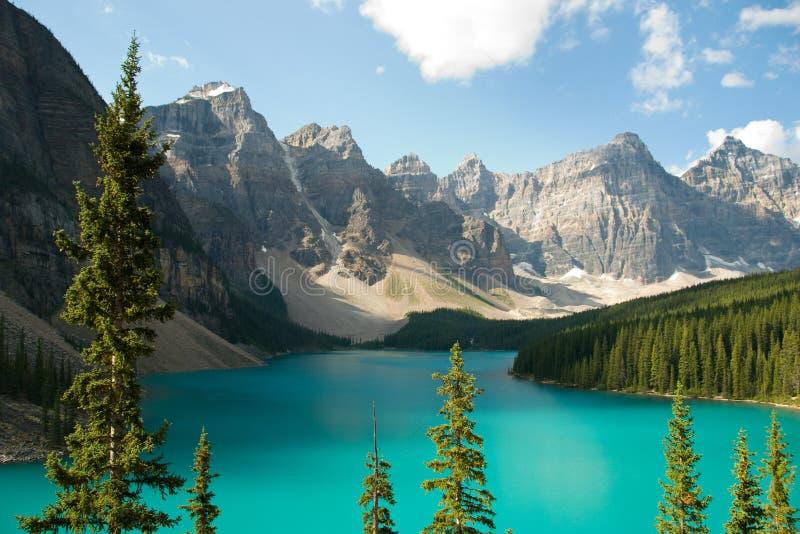 Moraine Canadá del lago imagenes de archivo
