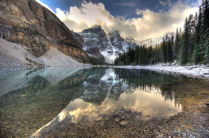 Moraine de lac - Alberta, Canada images libres de droits