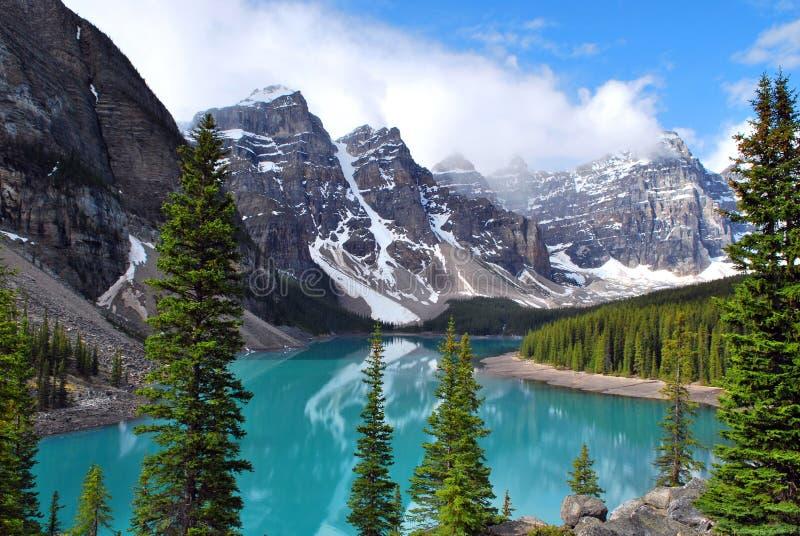 Moraine del lago en el parque nacional de Banff fotos de archivo