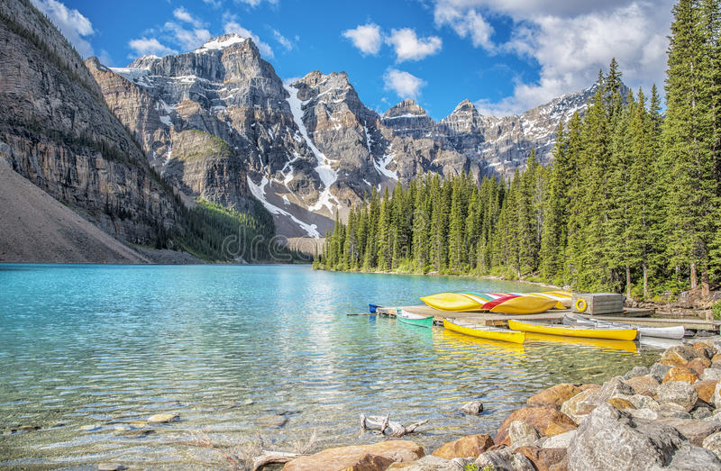 Moraine See und zehn Spitzen lizenzfreie stockfotos
