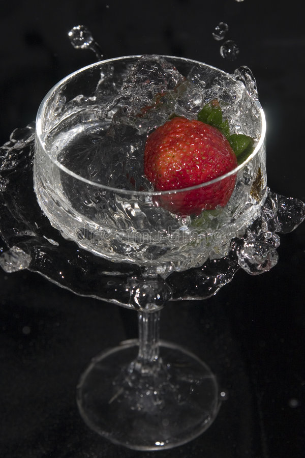 Morango no vidro no.1 foto de stock