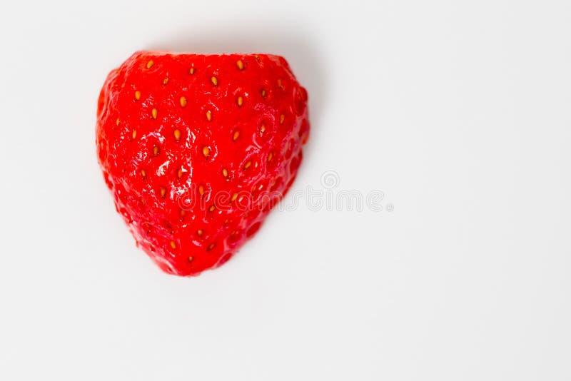 Morango saboroso pronto para comer - prazer no vermelho fotos de stock royalty free